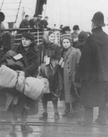 Young Jewish refugees from Austria arrive at Harwich. Great Britain, December 12, 1938. Source: Wide World Photo