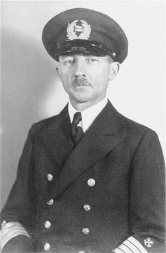 """Gustav Schroeder, captain of the """"St. Louis,"""" on the day of the ship's departure from Hamburg. Germany, May 13, 1939. Source: US Holocaust Memorial Museum"""