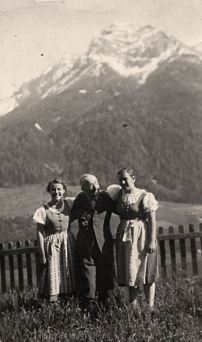 Dorli Neals father with her sisters in Stubaital (c Dorli Neal, _erinnernat_)