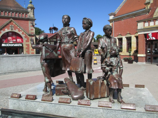 Kindertransport_memorial_in_gdansk.jpg